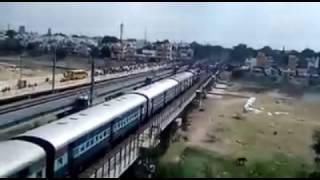 Madurai vaigai river railway bridge train was stopped by madurai youth's for Jallikattu