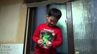 getlinkyoutube.com-짝퉁 레고 닌자고 로이드 라이트 열쇠고리 제품을 받고 좋아하는 아이