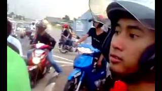 getlinkyoutube.com-Mat Rempit Ganu Sekat Traffic Light Best 2012 avi