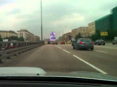 Субарист влетает в пробку на высокой скорости. Москва