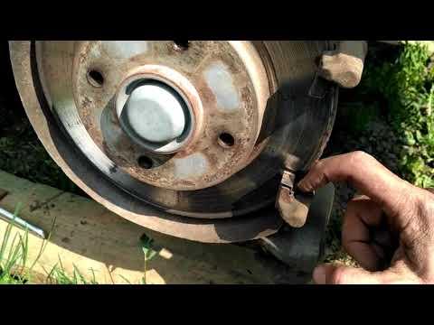 Ситроен С4, замена задних тормозных колодок