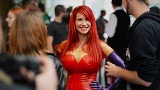 Cosplay Jessica Rabbit PRANK - Bianca Beauchamp pick-up lines at Comic-Con