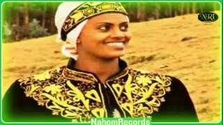 getlinkyoutube.com-Ethiopia Music - Alehegn Demesey - Yeminjar Lije - (Official Music Video)