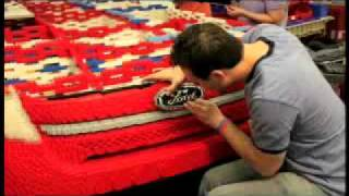 getlinkyoutube.com-Time lapse of Ford Explorer being built out of Legos for Legoland Florida