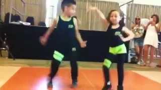 getlinkyoutube.com-Salsa Shakes! Amazing dancing kids!