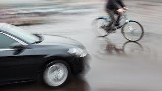 getlinkyoutube.com-Texter Hits Cyclist, Almost Kills Him, & She's Sooo Annoyed