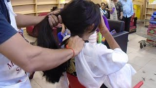 getlinkyoutube.com-Haircut In Mall Part 3 (Thickest Hair Till Date)