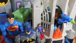 getlinkyoutube.com-Sala Liga Justiça Super Homem Batman Hulk Abominável Homem Aranha Imaginext  Brinquedos Kids Toys