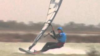 getlinkyoutube.com-Records de vitesse à la voile : la guerre est ouverte entre kitesurf et windsurf !