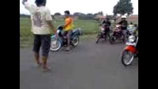 getlinkyoutube.com-drag bike balap liar ninja R vs fizr berhantu, bikin merinding.