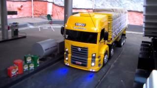 getlinkyoutube.com-Miniatura SCANIA 113H , P310 e VOLKS 24-320 - Mini Truck | Feito de Madeira