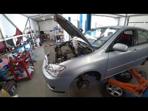 Замена тормозной жидкости. На примере Toyota Corolla 120.