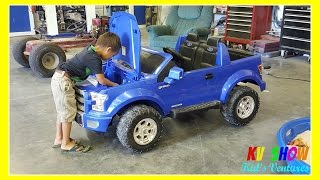 getlinkyoutube.com-Kruz Fixing The Power Wheel Ride On Ford F-150 (Changing The Battery)