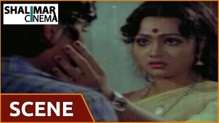 getlinkyoutube.com-Maga Maharaju Movie || Aunty & Balaji Beautiful Scene  || Chiranjeevi, Suhasini