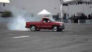 getlinkyoutube.com-Pick up making donuts  Machine Tuning Show 2008 before concert