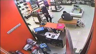 getlinkyoutube.com-Aksi Pencurian di Mall tertangkap CCTV