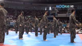 getlinkyoutube.com-Taekwondo display by the Korean army at the 2013 Hammadang