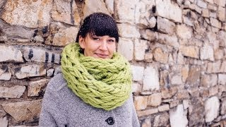 getlinkyoutube.com-Arm Knitting - Infinity Scarf in 30 Minutes