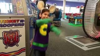 getlinkyoutube.com-Chuck E. Cheese's Happy Dance!