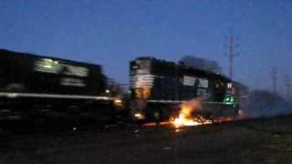 getlinkyoutube.com-Norfolk Southern Locomotive ON FIRE !!!
