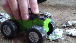 getlinkyoutube.com-Aluminum Foil Cars for Monster Truck Toys