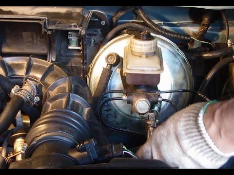 Где находится в ВАЗ 2112 бачок тормозной жидкости