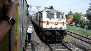 getlinkyoutube.com-Rajdhani Overtakes Duronto! Howrah Rajdhani vs Sealdah Duronto at Asansol