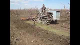 getlinkyoutube.com-Незаменимый трактор в саду.