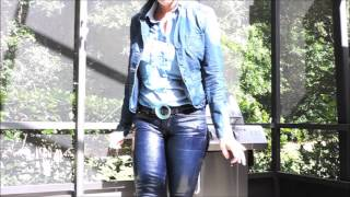 SKINTIGHT LEVIS JEANS AND BOOTS
