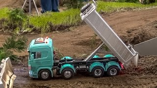 getlinkyoutube.com-RC truck Scania 8x8! Brand new R/C tipper gets dirty for the first time!