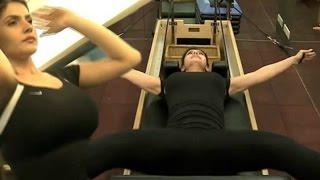getlinkyoutube.com-Zarine Khan Hot Workout In Gym !!