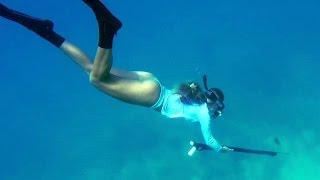 getlinkyoutube.com-Girl Spearfishing and Diving in Florida Keys