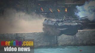 getlinkyoutube.com-Aksi Ranpur Marinir TNI AL Bisa Melompat Ke Laut Bikin Kagum