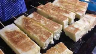 น่ากินที่สุดในสามโลก! ขนมปังทาเนยหนานุ่ม จ.ตาก ไม้ละ 10 บาทเท่านั้น