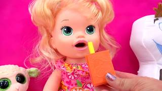 getlinkyoutube.com-Baby Alive Super Snacks Snackin' Sara Poops Wets Diaper + Feed Doh Food Doll - Toy Play Video