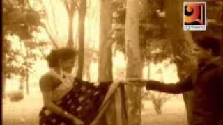 getlinkyoutube.com-Amare Chariare Bondhu Jaiona