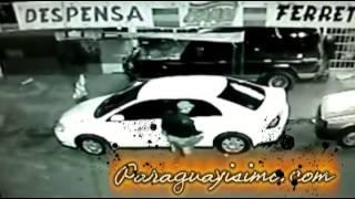 getlinkyoutube.com-Ladron grabado robando vehiculo