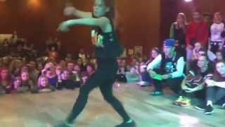 getlinkyoutube.com-Девушка очень классно танцует