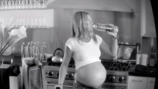 getlinkyoutube.com-Jennifer Aniston Pregnant With Triplets In New Commercial!