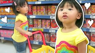 getlinkyoutube.com-Baby Doing Grocery Shopping | Supermarket Song