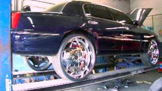 getlinkyoutube.com-NTC T.V. 2001 Town Car on 28s