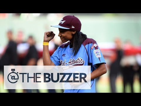 Mo'ne Davis throws perfect first pitch at Game 4 of World Series