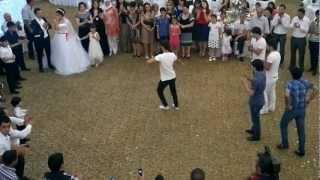 getlinkyoutube.com-Дикий Кавказ - лезгинка танец друзей