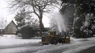 getlinkyoutube.com-RC wheel loader CAT990 with snowblower, homemade