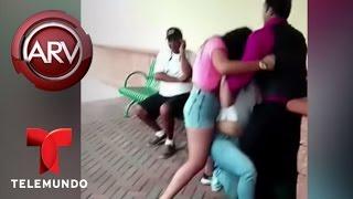 getlinkyoutube.com-Una mujer agrede a golpes a supuesta amante de su esposo | Al Rojo Vivo | Telemundo