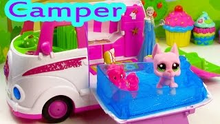 getlinkyoutube.com-LPS Pinkie Pie Disney Frozen Queen Elsa RV CAMPER Jacuzzi Pool Water Play Playset PinyPon Review