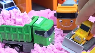 getlinkyoutube.com-Tayo the Little Bus in Color Sand & Learn Colors / How to Make Sand