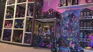 getlinkyoutube.com-Monster High Dollhouse Tour 40Rooms43Beds200 MH Doll School House Mansion Dorm Video Collection RV