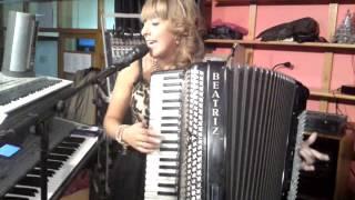 getlinkyoutube.com-beatriz y su acordeon cangas