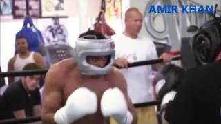 getlinkyoutube.com-Boxing Super Star Amir Khan in a brutal spar Wild Card Gym